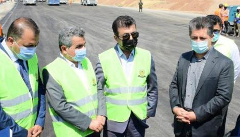 Prime Minister Masrour Barzani tours strategic Erbil-Duhok highway project