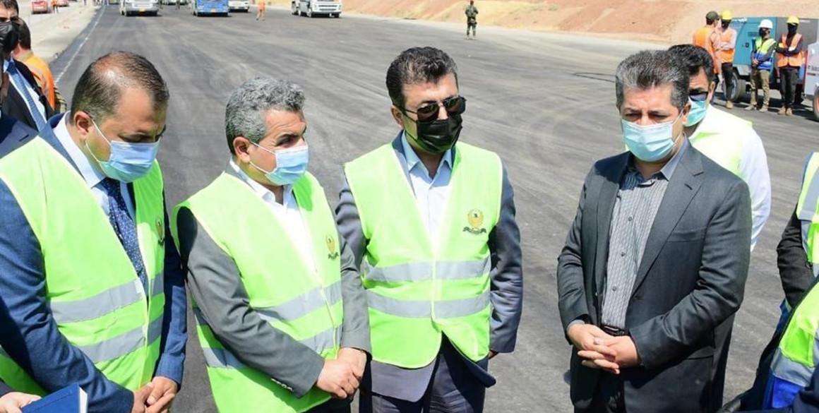 Premierminister Masrour Barzani besucht das strategische Autobahnprojekt Erbil-Duhok